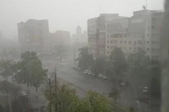 Vijelii, ploi și grindină în București. Până când e valabilă avertizarea ANM