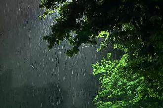 România, măturată de furtuni. Meteorologii au anunțat un nou cod portocaliu de vreme rea