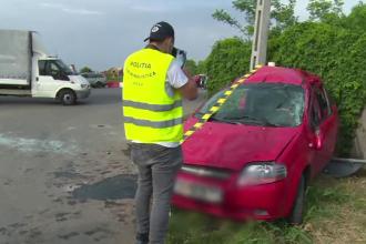 Bărbat, rănit grav, după ce mașina în care se afla a fost spulberată de un microbuz