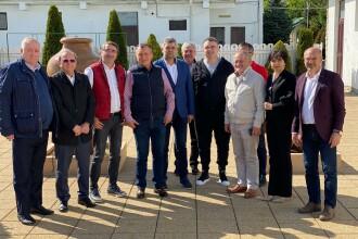 Poză de grup a liderilor PSD, la o întâlnire din Vaslui. Niciunul nu purta mască