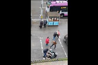 Scene șocante în Cluj. Femeie cu handicap, bătută și răsturnată dintr-un scaun cu rotile