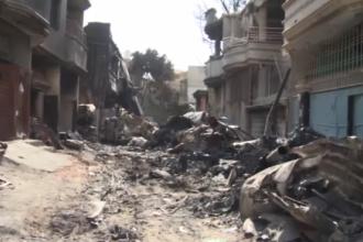 Imagini tulburătoare de la locul tragediei aviatice din Pakistan. Ce a mai rămas din casele oamenilor. VIDEO