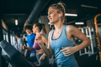 De ce este bine să zâmbiți în timp ce alergați. Studiul care alungă tristețea atleților