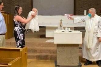 Un preot a folosit un pistol cu apă ca să boteze în timpul pandemiei