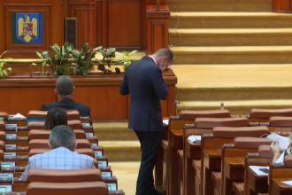 """Parlamentarii au votat cu scandal impozitarea propriilor pensii: """"Vă tremură genunchii?"""""""