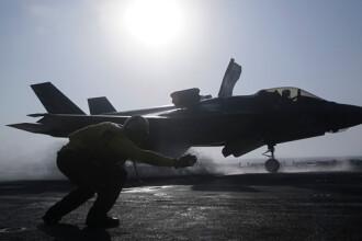 VIDEO. Momentul în care un avion militar al SUA este aproape să se prăbușească în apă