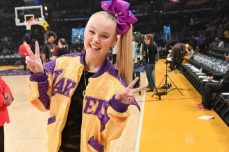 JoJo Siwa, adolescenta celebră pe YouTube care a devenit