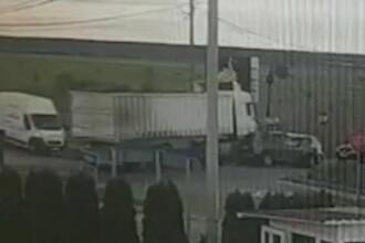Accident violent în Dâmbovița. Momentul în care un tir izbește două mașini