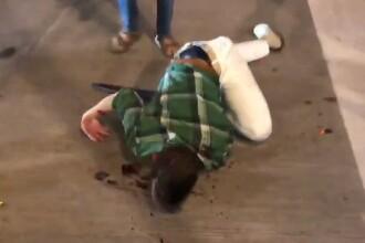 Imagini șocante. Un bărbat este călcat în picioare, în SUA, pentru că își apăra magazinul