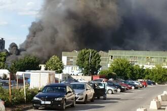 VIDEO. Incendiu cu degajări mari de fum în Bucureşti. A fost emisă avertizare RO-Alert