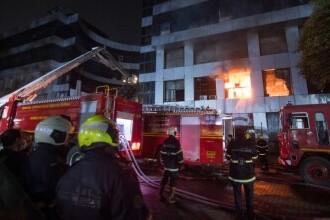 Incendiu la un spital COVID din India. Cel puţin 18 persoane au murit
