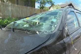 O femeie începătoare la volan a făcut accident cu copiii ei în mașină