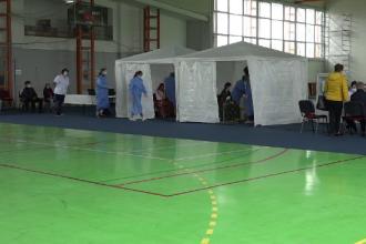 Centru de vaccinare într-o comună din judeţul Mureş. Este unul dintre primele din mediul rural