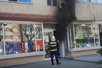 Incendiu în centrul orașului Târgoviște. Un magazin a luat foc