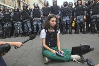 """""""Fata cu Constituția"""" riscă ani grei de închisoare pentru poziția sa civică"""