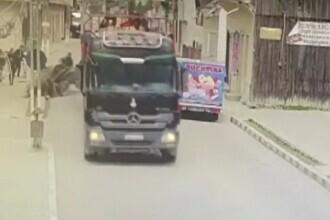 Accident grav în județul Suceava. Un camion a lovit un cal care tracta o căruță