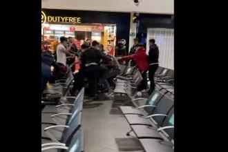 Bătaie violentă între români pe aeroportul din Luton. Mai multe persoane au fost rănite