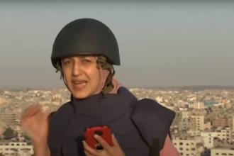 Video. Reacția unei jurnaliste din Gaza care transmitea live în timp ce o clădire era bombardată