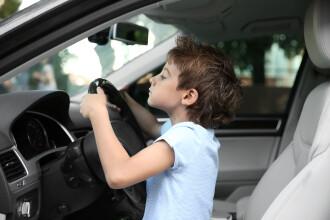 Un băieței de 4 ani din Monaco a luat mașina de lux a tatălui său și a rănit un pieton