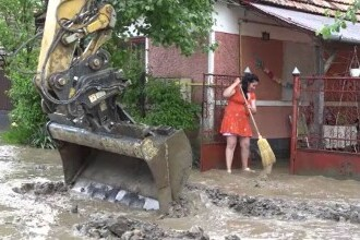 Ploile violente au făcut prăpăd în mai multe zone din țară. Oamenii au privit neputincioși cum casele le sunt inundate