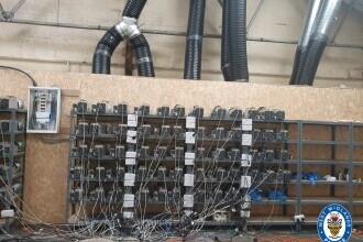 Poliţia britanică a descoperit o mină ilegală de bitcoin, crezând că percheziţionează o fermă de canabis