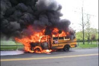 Autobuz in flacari, in China. 24 de oameni au murit!