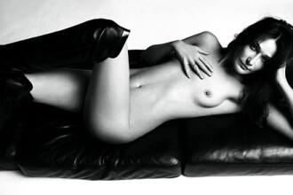 Presa din Iran a numit-o pe Carla Bruni Sarkozy prostituata