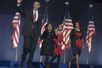 Barack Obama inca mai pastreaza hainele cu care a cucerit-o pe Michelle