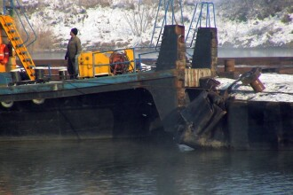 UPDATE: O barja cu peste 2.000 de tone de minereu s-a rasturnat in Dunare!