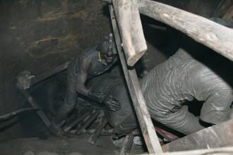 Patru salvatori au murit sambata seara intr-o noua explozie la mina Petrila