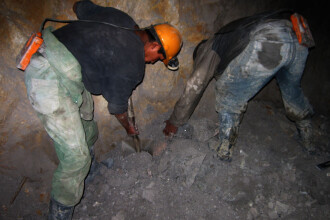 S-au blocat in subteran pentru ca nu si-au primit salariile de doua luni