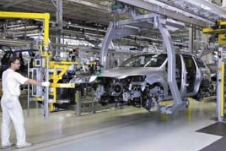 S-a oprit productia la Dacia. 11.000 de muncitori, in concediu fortat
