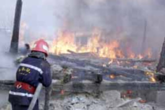 O instalatie improvizata, posibila cauza a incendiului din Ferentari