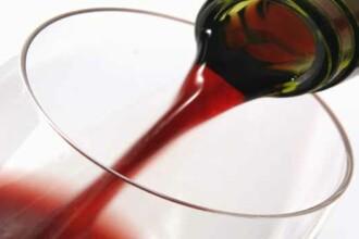 Au furat fara sa stie o sticla de vin de 23.000 de dolari!