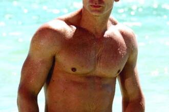 Daniel Craig incaseaza zeci de milioane de euro, dar fratele sau e un simplu barman. Cum arata fratele lui Bond