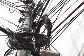 Au scos din pamant stalpii de electricitate! Companii lasate fara Internet