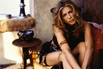 Jennifer Aniston s-a pus pe plans dupa o cearta cu rivala Angelina Jolie!