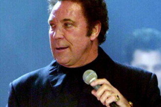 Tom Jones canta la coltul strazii!