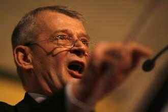 Sorin Oprescu: Trotuarele din Bucuresti vor fi spalate cu detergent