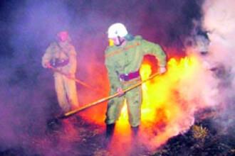 Un service auto din Sibiu a ars cu tot cu masinile aflate in el