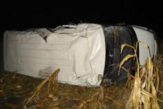 Doi morti si opt raniti dupa ciocnirea unei masini cu un microbuz