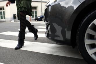 Fetita de 12 ani lovita pe trecerea de pietoni de masina politiei!