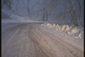 S-a intors iarna in Pasul Tihuta! Ninge incontinuu de luni noapte