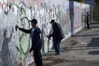 Zidul Berlinului a cazut, barierele au ramas