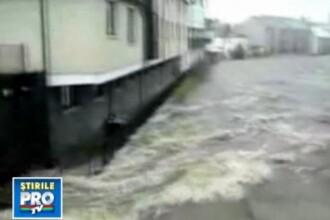 Inundatii devastatoare in Marea Britanie! Imagini filmate de un roman!