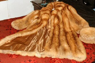 Cruzimea nu e eleganta - protest in pielea goala contra hainelor de blana