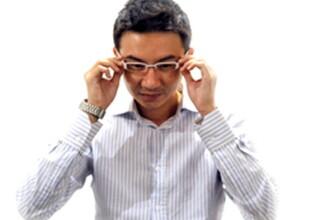 Wall-streetul trisorilor din sesiune: pixuri, ochelari si ceasuri de copiat