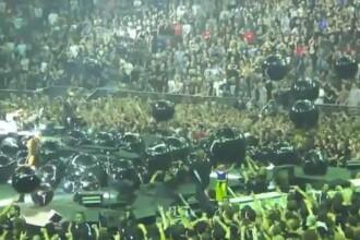 Chitaristul de la Metallica a lovit o fetita chiar pe scena. VIDEO