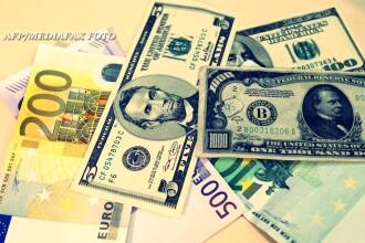 Dolarul, la un nou record: aproape 3,6 lei. Cresterea ar putea avea impact mai mare decat cea a euro