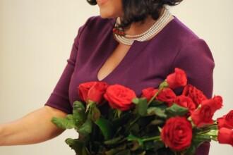 Daily Mail despre Elena Udrea: Ministrul Turismului din Romania pozeaza in